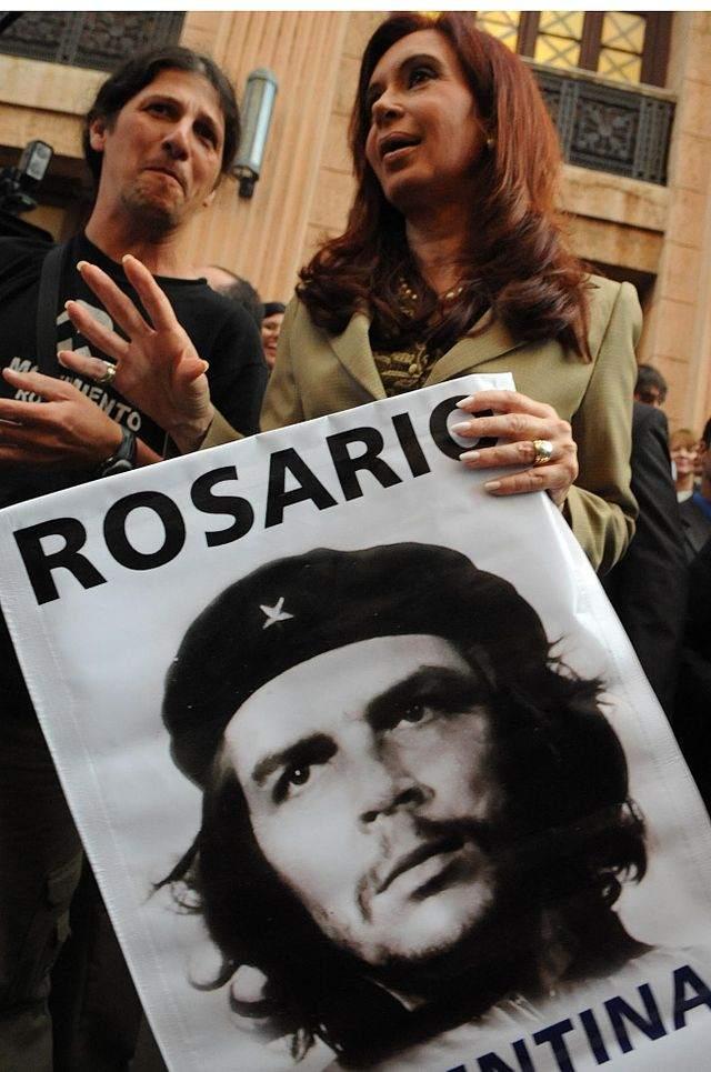 Cristina_Fernandez_con_poster_Che_Guevara