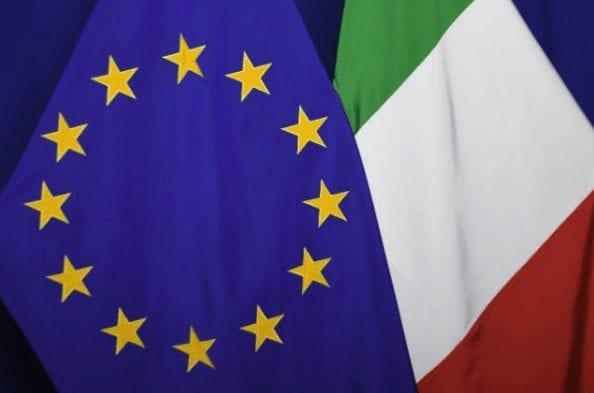 Italien und EU-Flagge