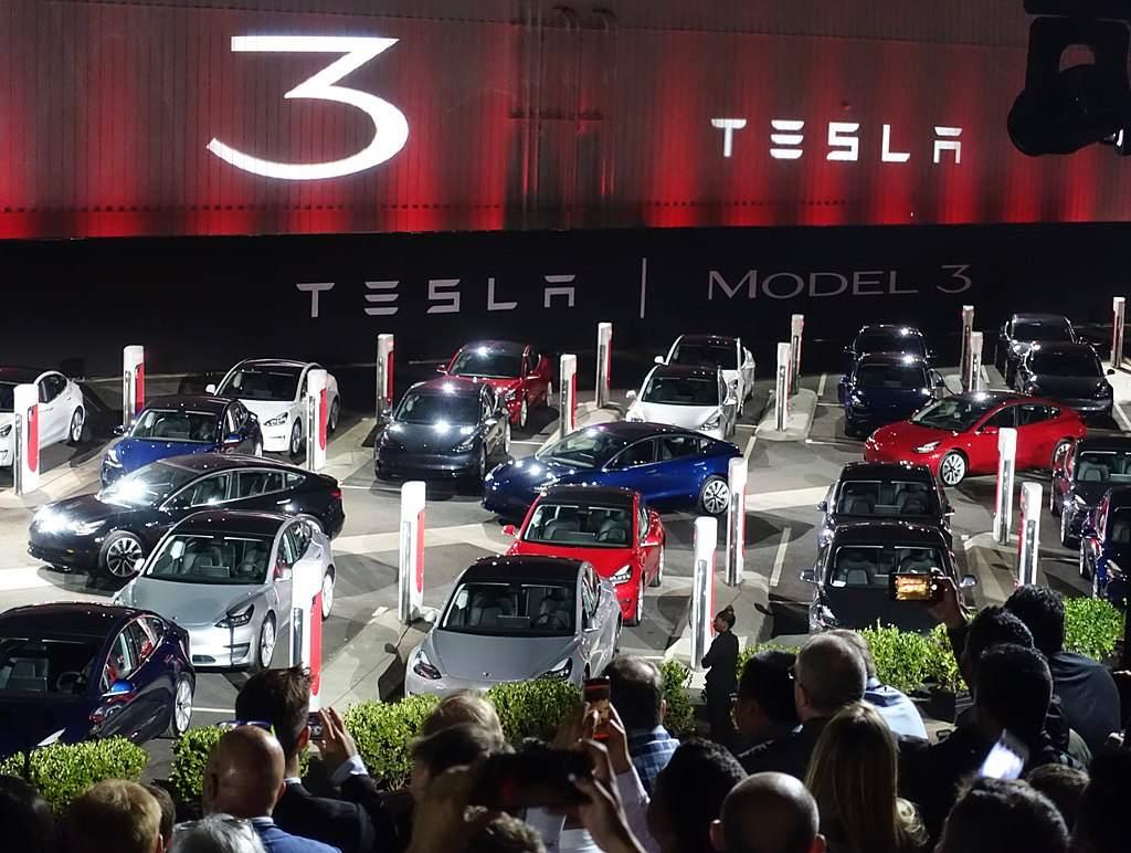 Tesla präsentiert das Modell 3