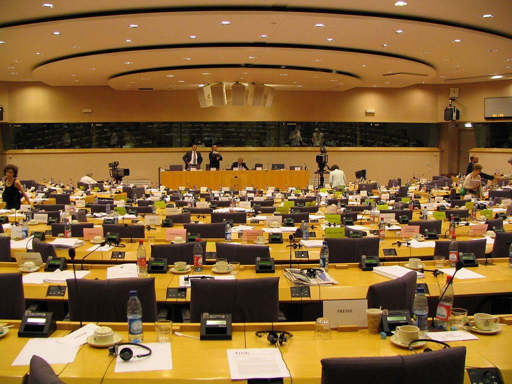 Abstimmung über Internet-Zensur - ein Ausschuss-Raum im EU-Parlament