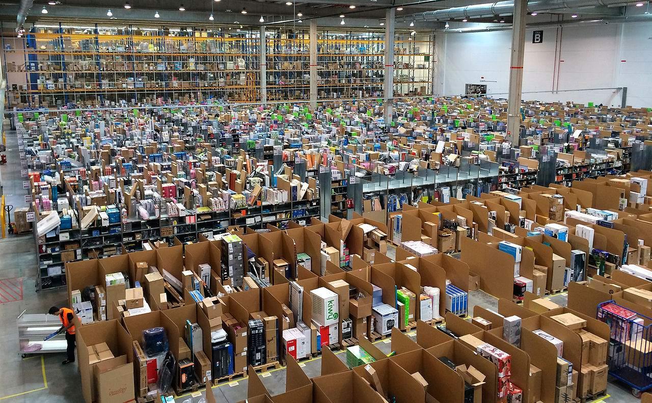 Amazon-Quartalszahlen - ein Amazon-Warenlager