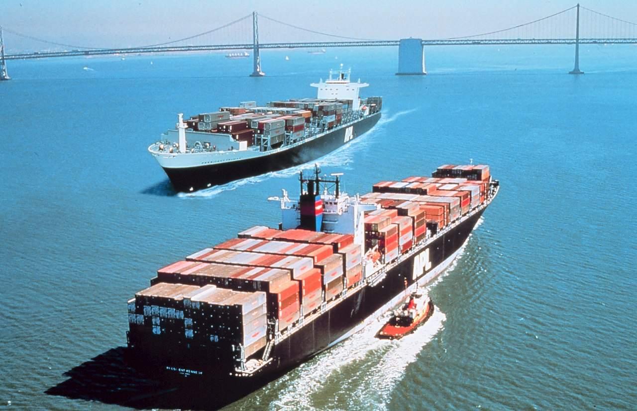 Die Bucht von San Francisco - Containerschiffe als Symbol im Handelskrieg