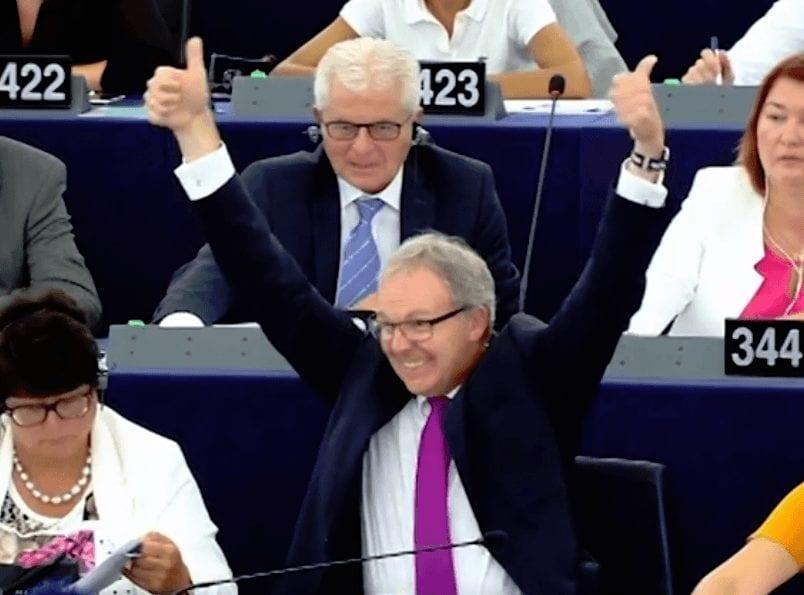 Problem für Social Media in Europa - Axel Voss jubelt