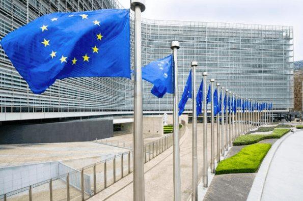 EU-Flaggen - Schrottkredite in der Eurozone