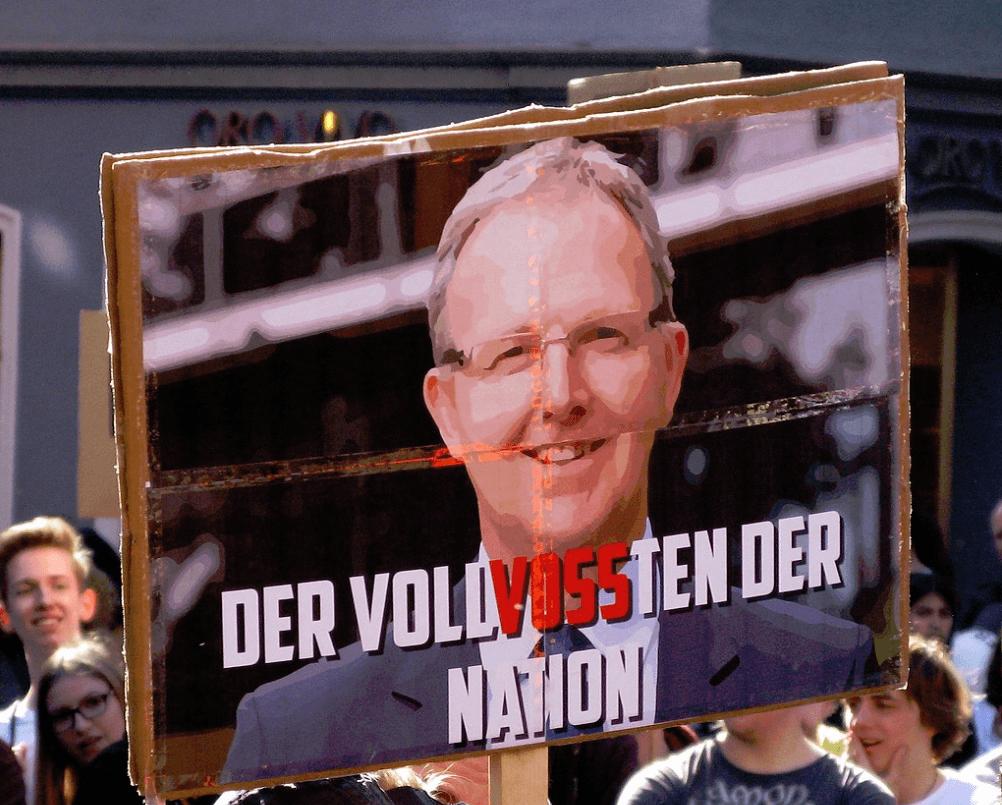 Axel Voss Parodie auf Demo