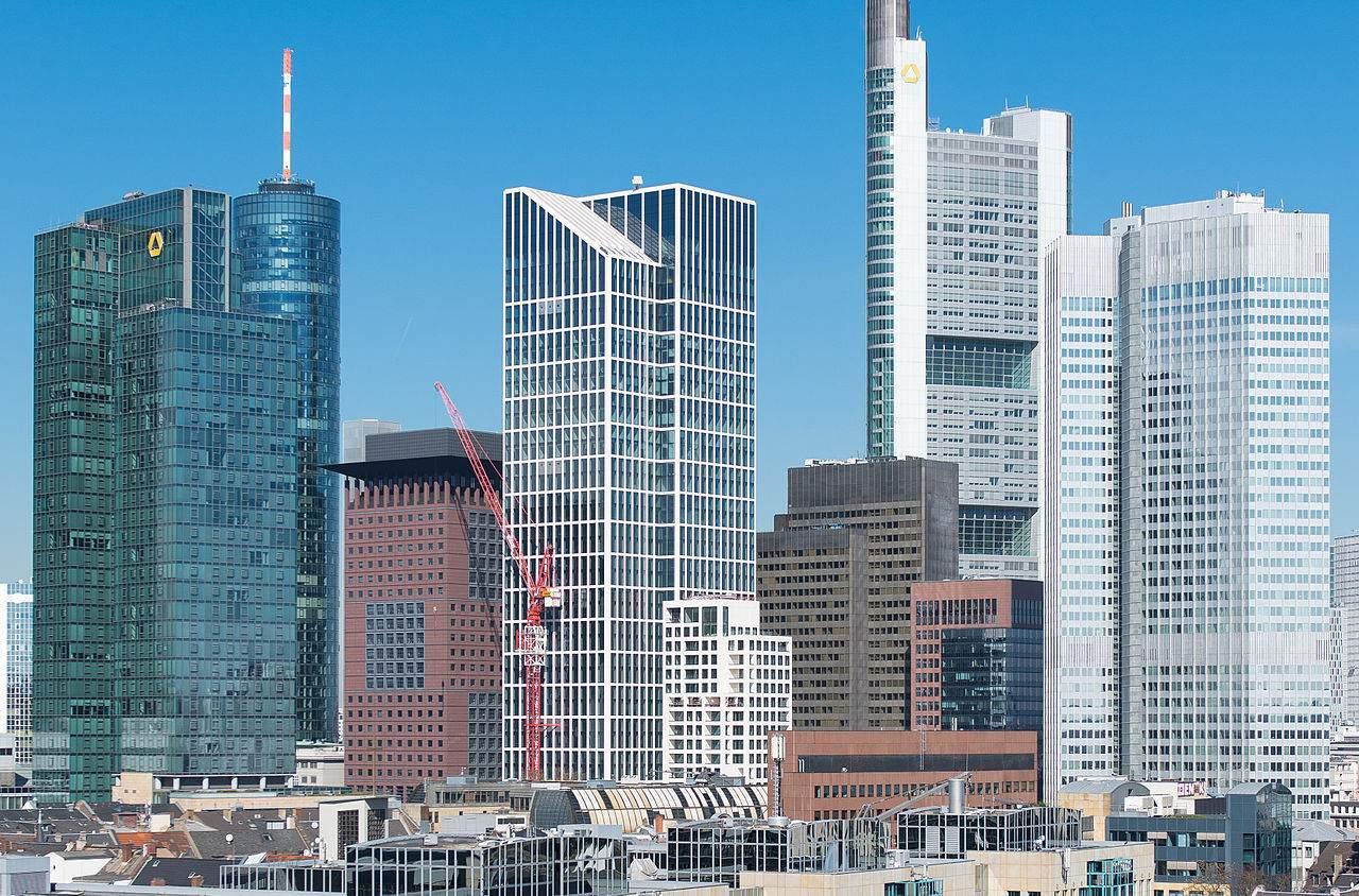 Frankfurt Skyline mit Commerzbank Tower