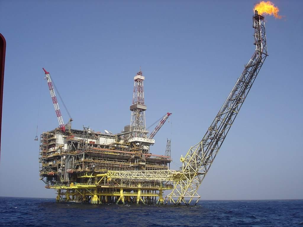 Ölpreis fällt weiter? Ölplattform auf hoher See