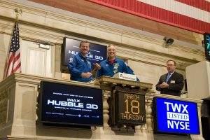 Zwei NASA-Astronauten an der Wall Street - Sinnbild für die aktuelle Lage an den Aktienmärkten