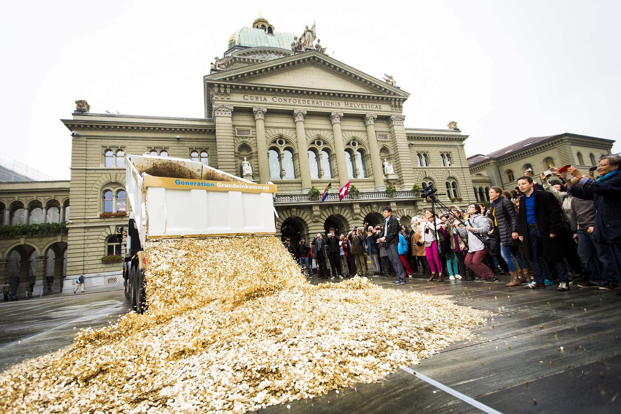 Bedingungsloses Grundeinkommen Demo in der Schweiz 2013