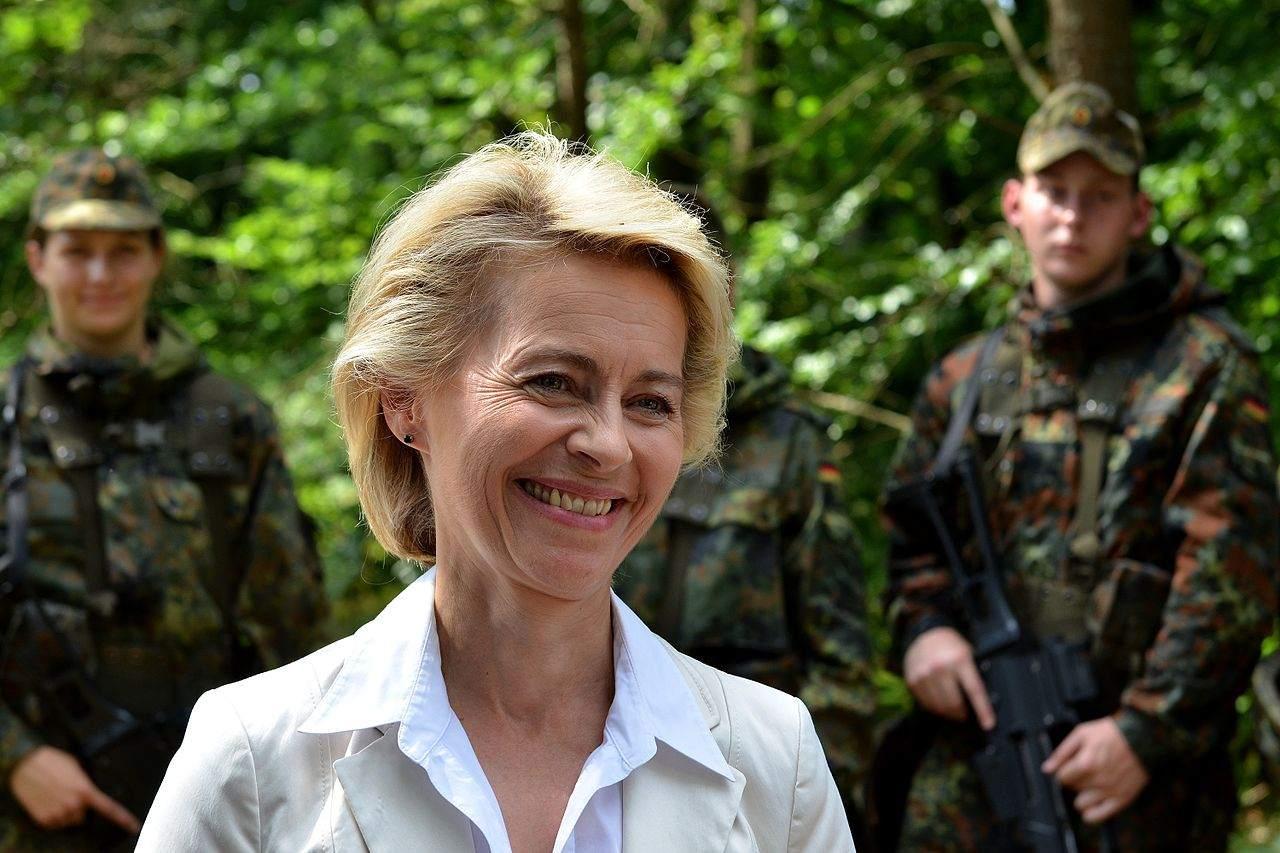 Ursula von der Leyen in Brüssel - nach oben weg befördern?