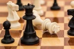 Im Handelskrieg gerät Donald Trump in Zeitnot zu geraten - und dann Schachmatt zu gehen