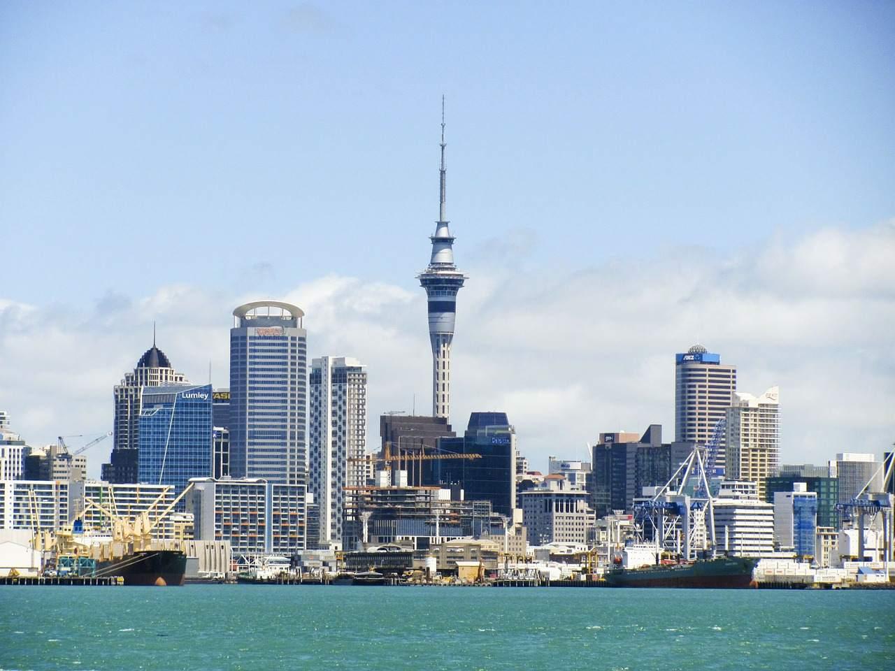 Zinssenkungen in Asien - Skyline von Auckland, Neuseeland