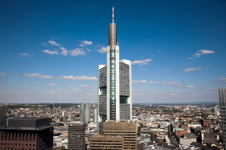 Commerzbank-Tower - Commerzbank-Aktie im Sinkflug