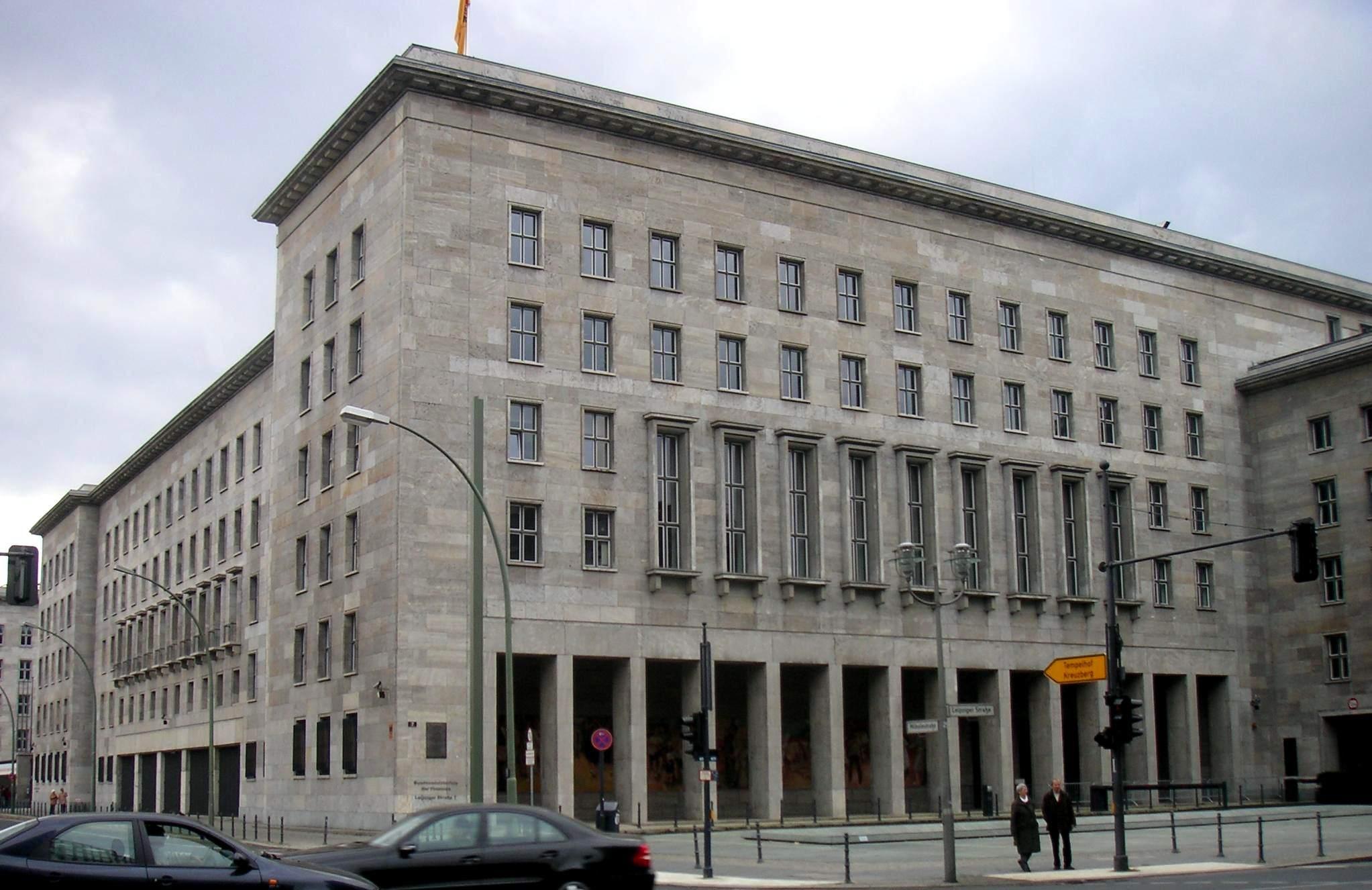 Bundesfinanzministerium in Berlin - wozu bitte neue Steuern einführen?