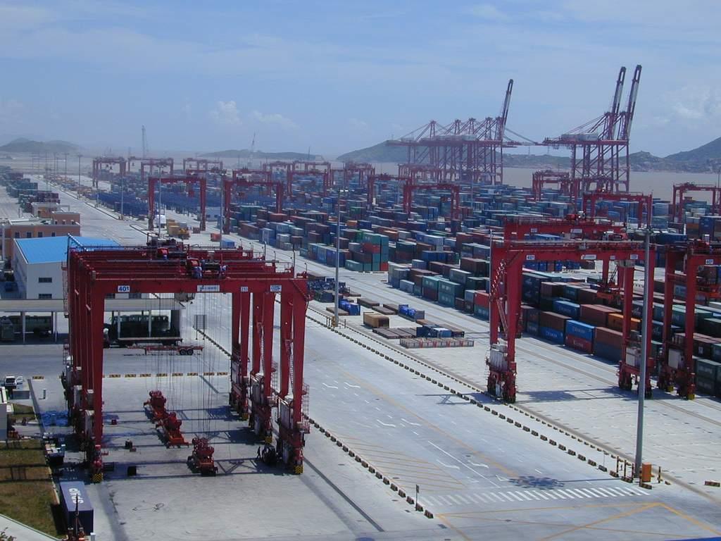 Tiefwasserhafen Shanghai - Symbol im Handelskrieg - Ölpreis bricht ein