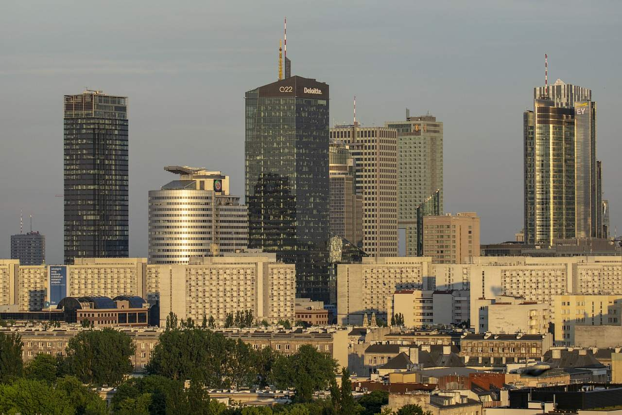 Skyline von Warschau - Zloty derzeit überrollt vom USD