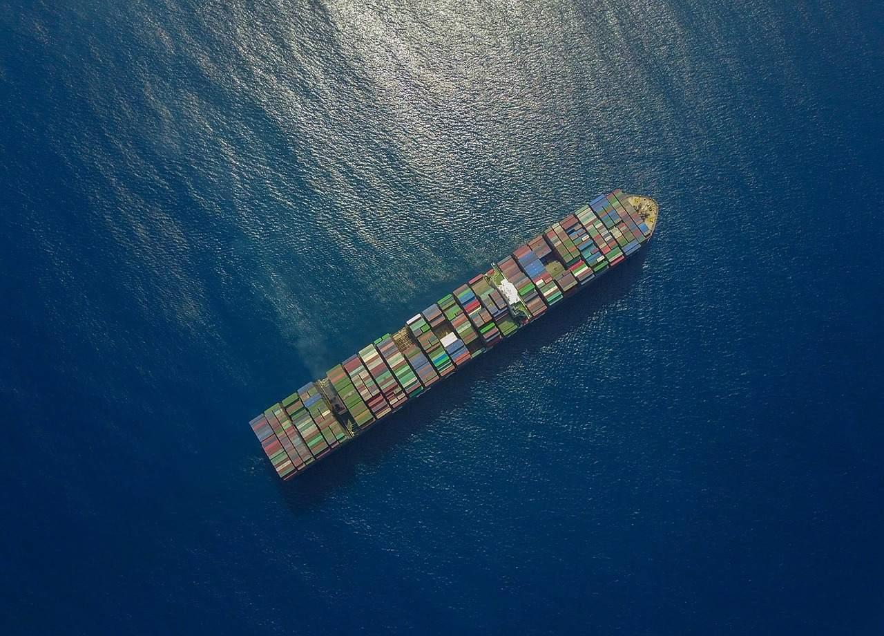 Containerschiff als Symbol im Handelskrieg