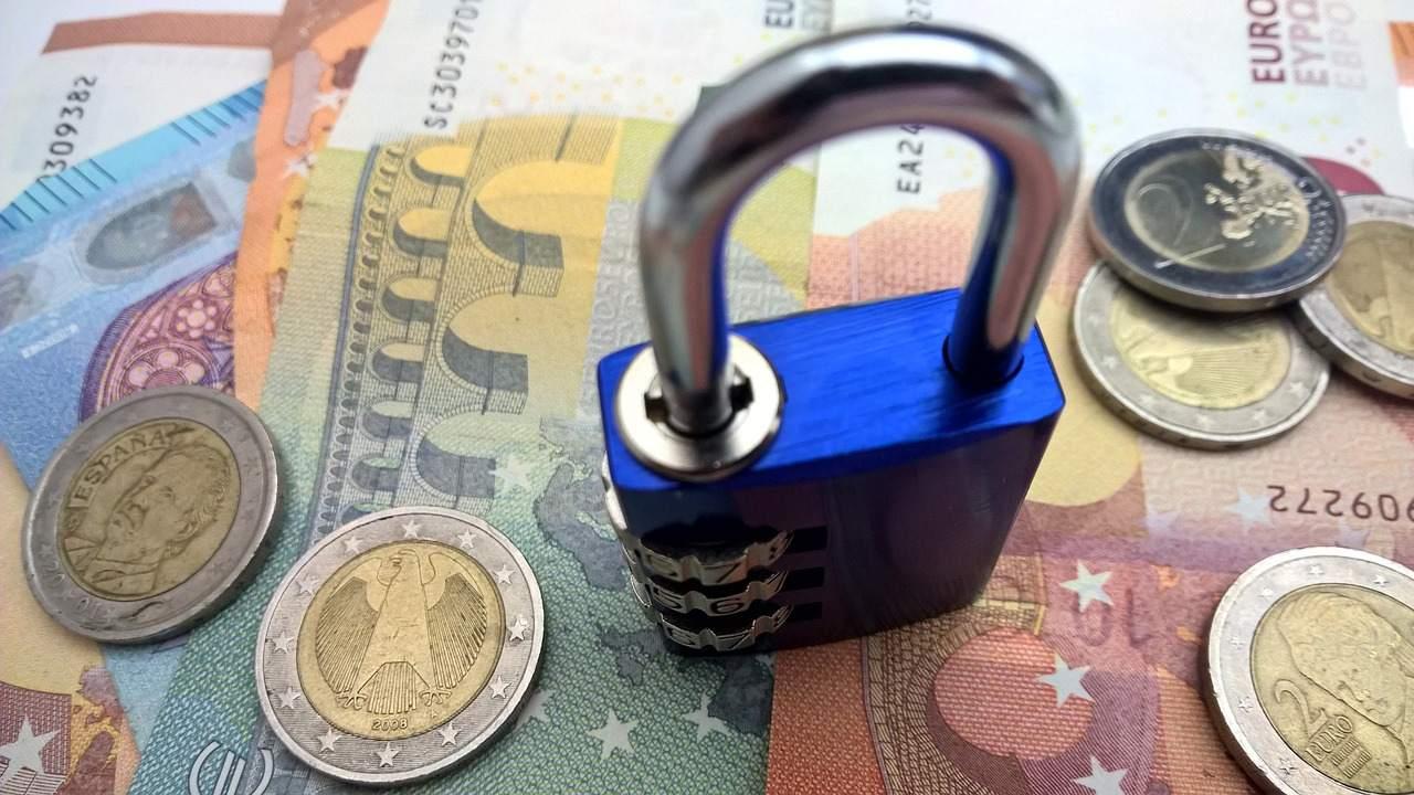 Geldanlage Beispielfoto Geld und Schloss