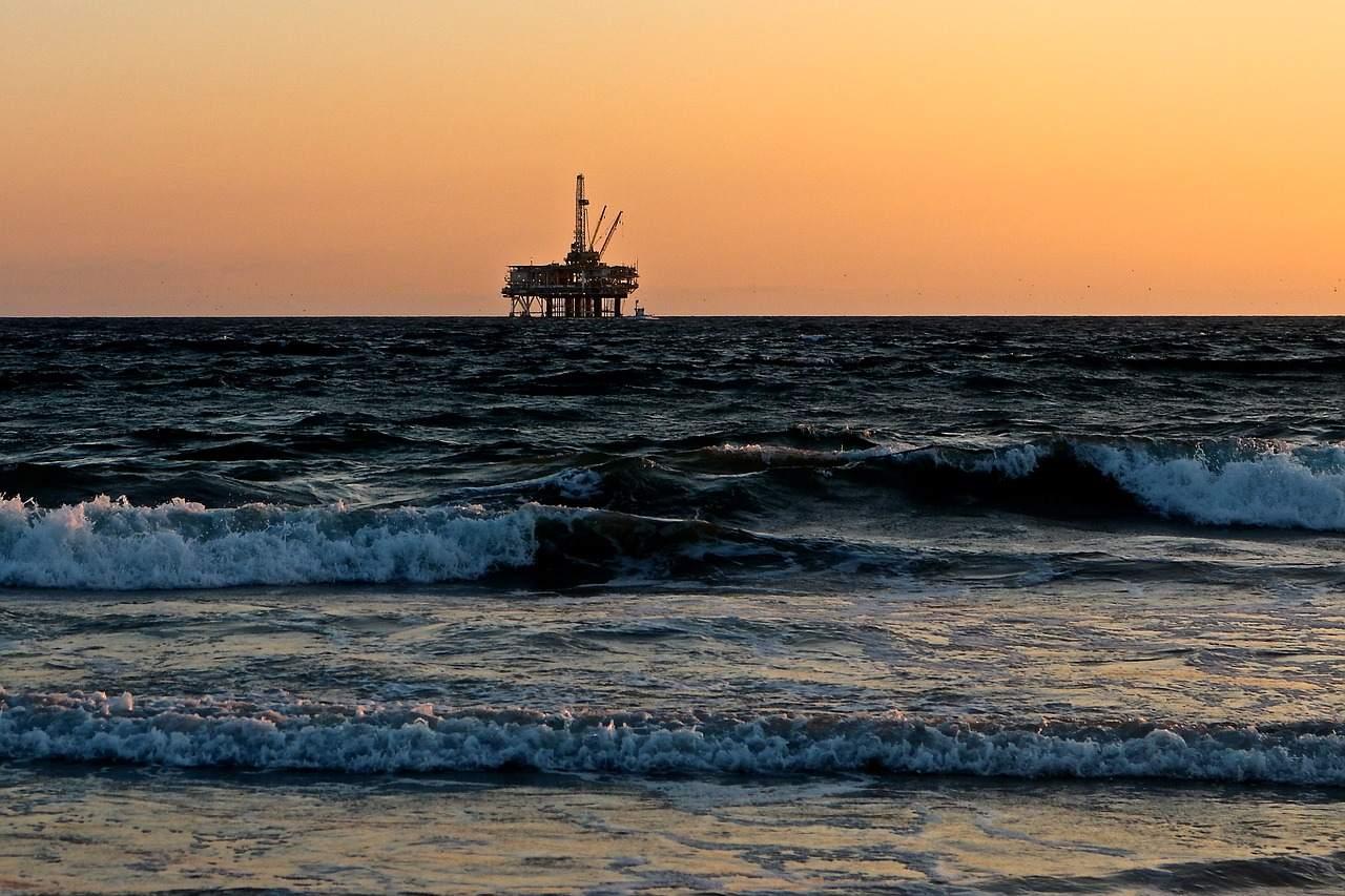 Ölplattform Beispielfoto - Ölpreis vor unklarer Lage