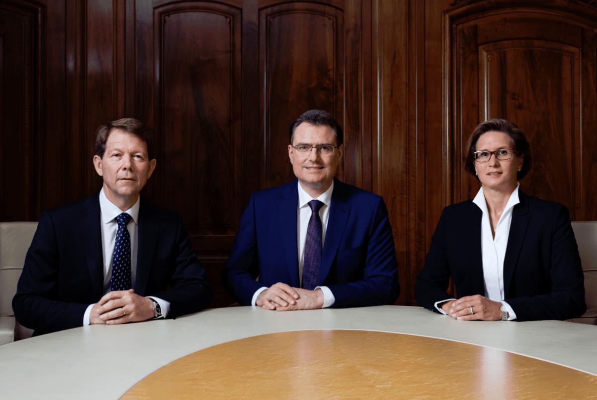 Schweizerische Nationalbank Direktorium mit Chef Thomas Jordan mittig