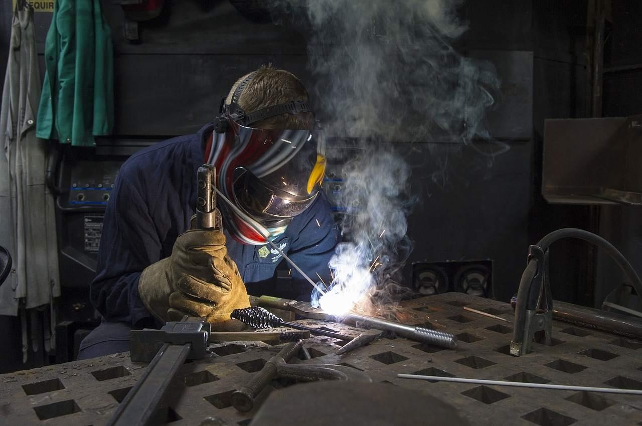Schweißer Symbolfoto - Kurzarbeit kaschiert Schwäche am Arbeitsmarkt