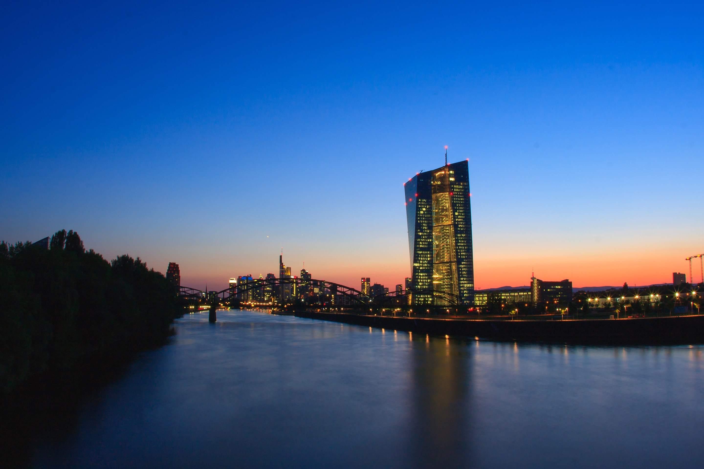 EZB-Tower in Frankfurt - Kritik an der EZB-Politik