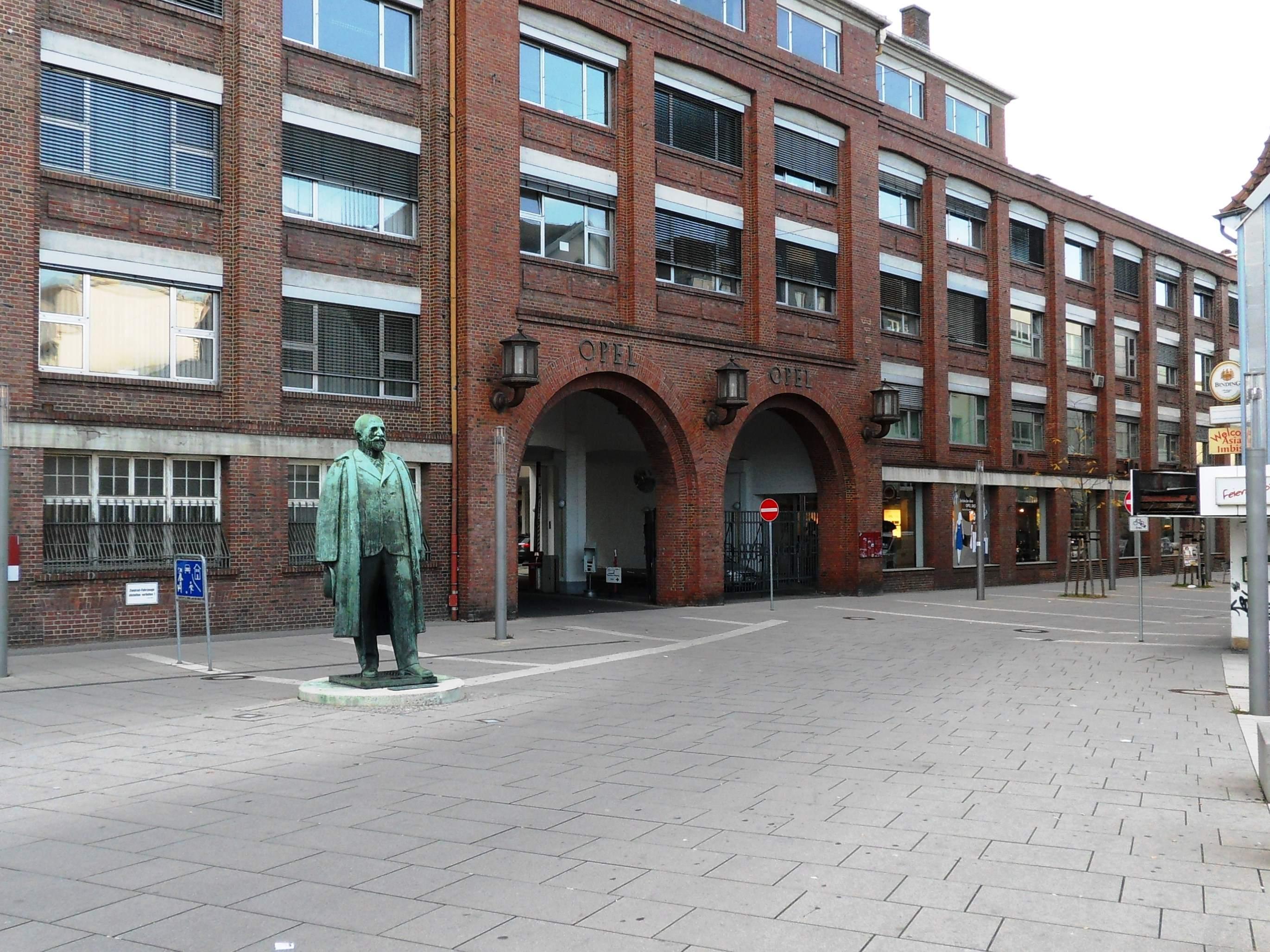 Opel Hauptportal