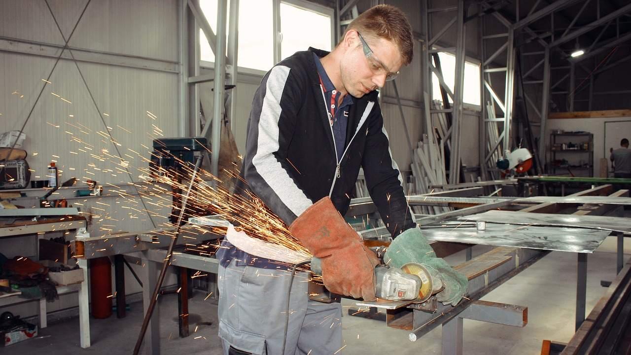 Kurzarbeitergeld zeitlich verdoppeln? Industriearbeitsplatz Beispielbild