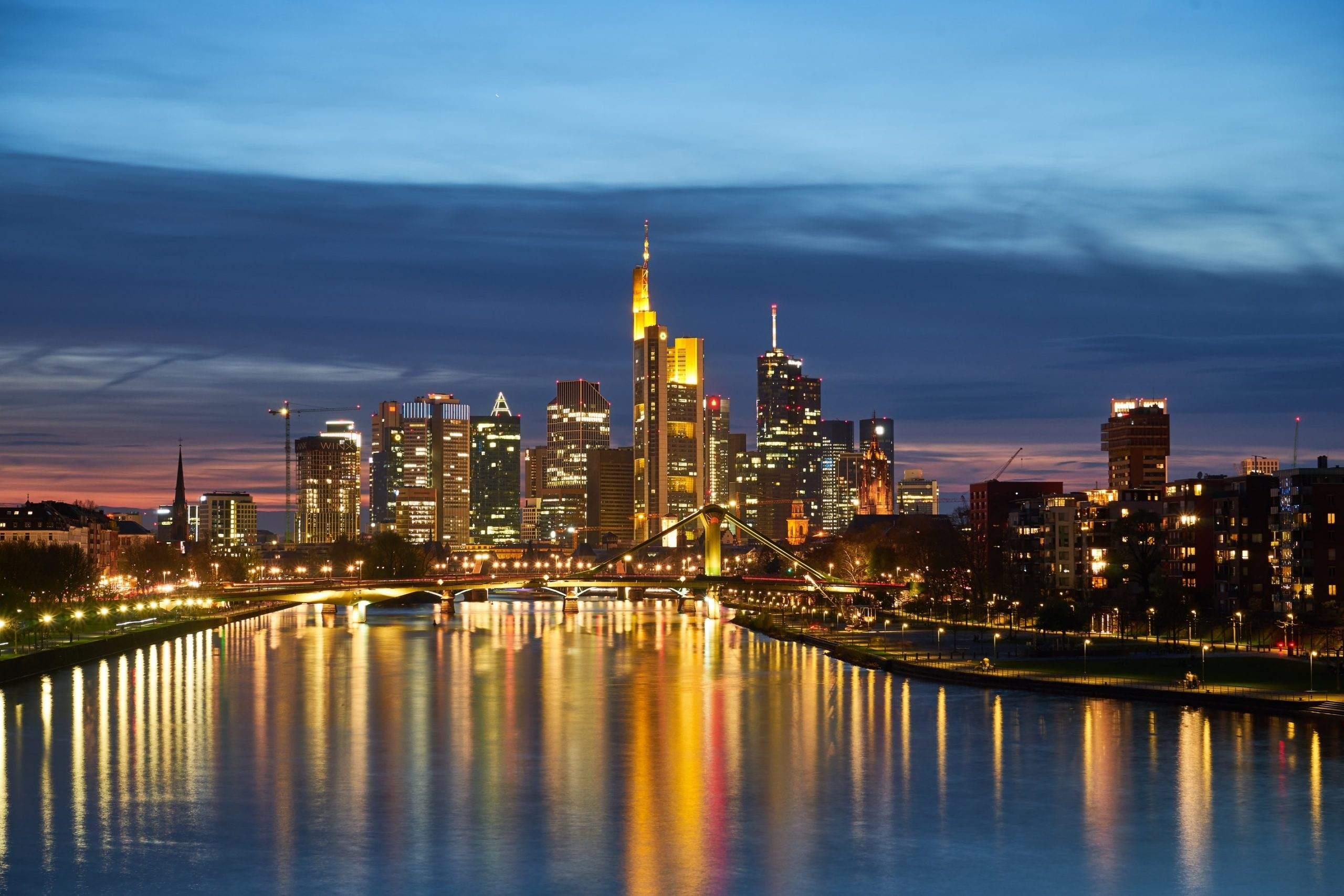 Bankentürme in Frankfurt - Deutsche Bank mit Prognosen für 2020