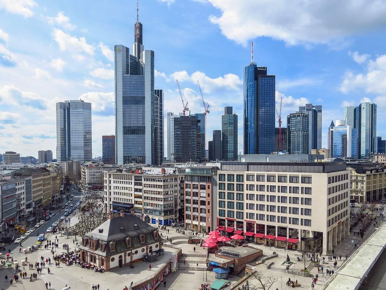 Frankfurter Skyline - Dax läuft bestens