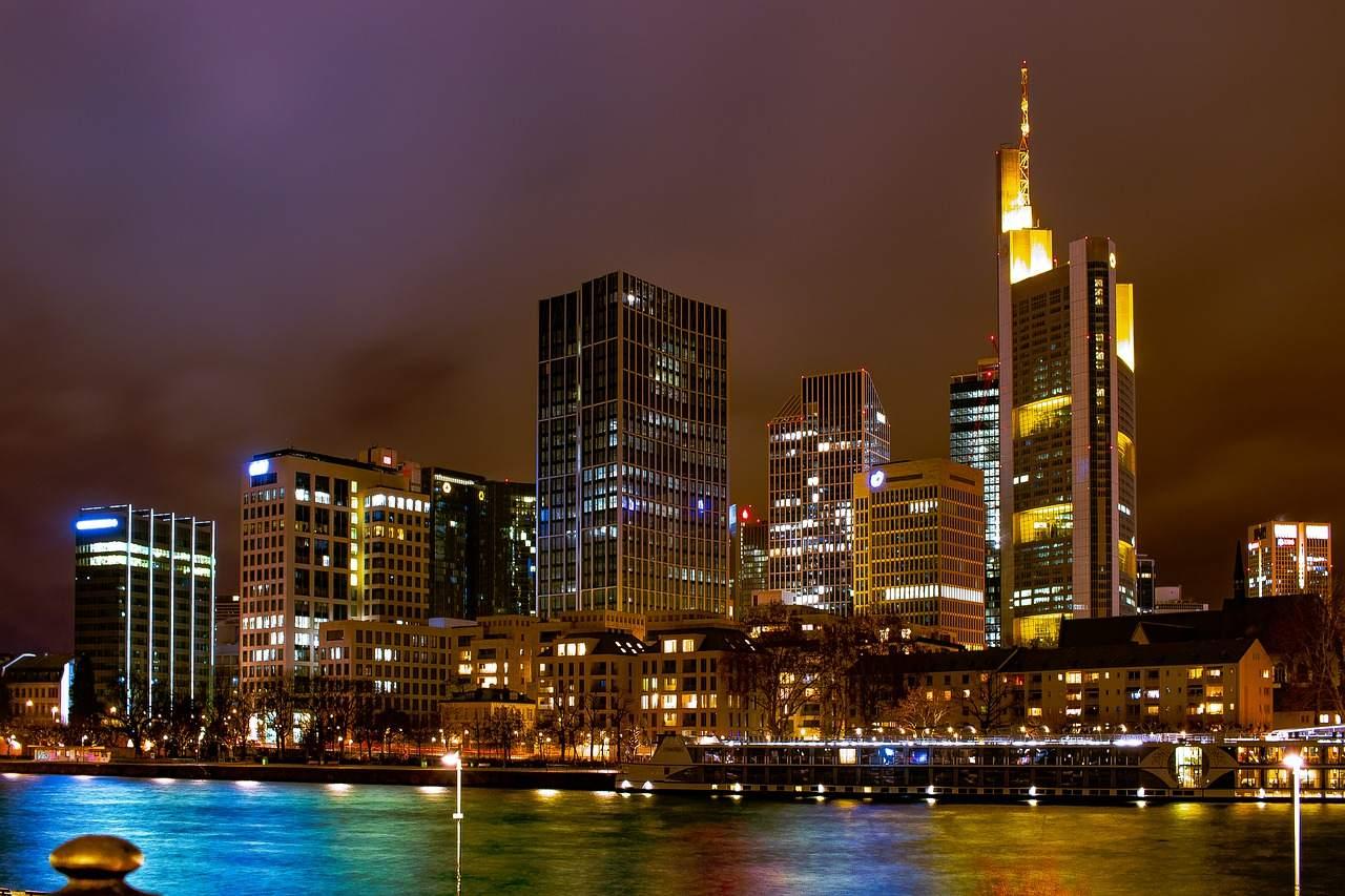 Frankfurter Skyline - Börse mit Rally zu Jahresende?