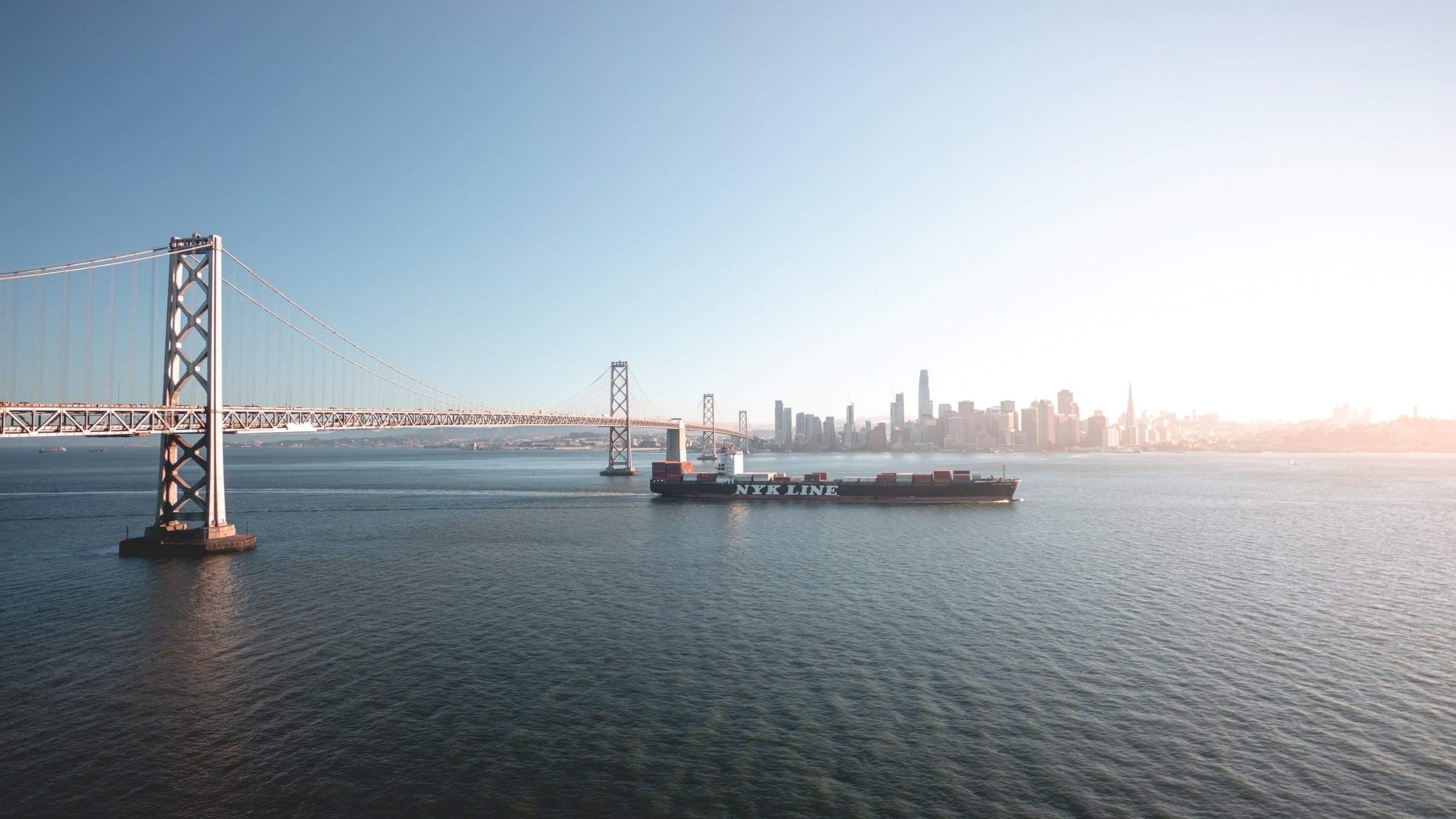 Welthandel über Containerschiffe - die San Francisco Bay