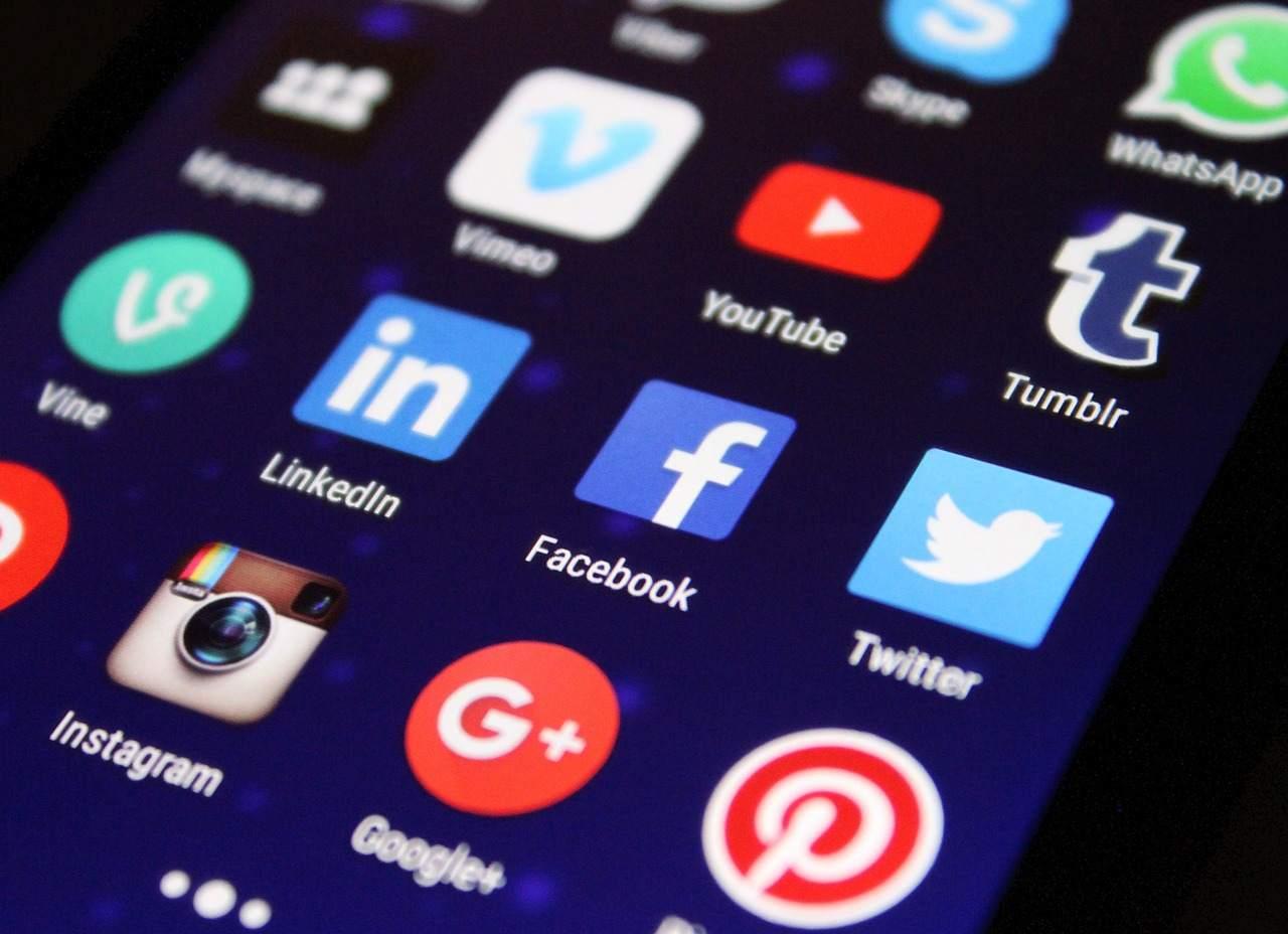 Social Media Buttons auf Handy - TikTok überrollt die Branche mit voller Wucht