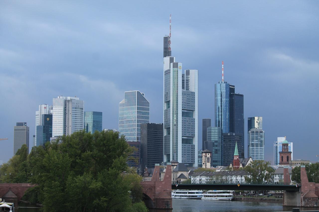 Bankentürme in Frankfurt - Robert Halver mit Aussicht auf 2020
