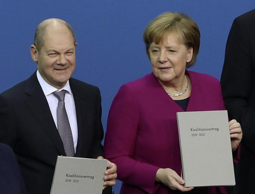 Scholz und Merkel - Dirk Müller und Clemens Fuest kritisieren Börsensteuer