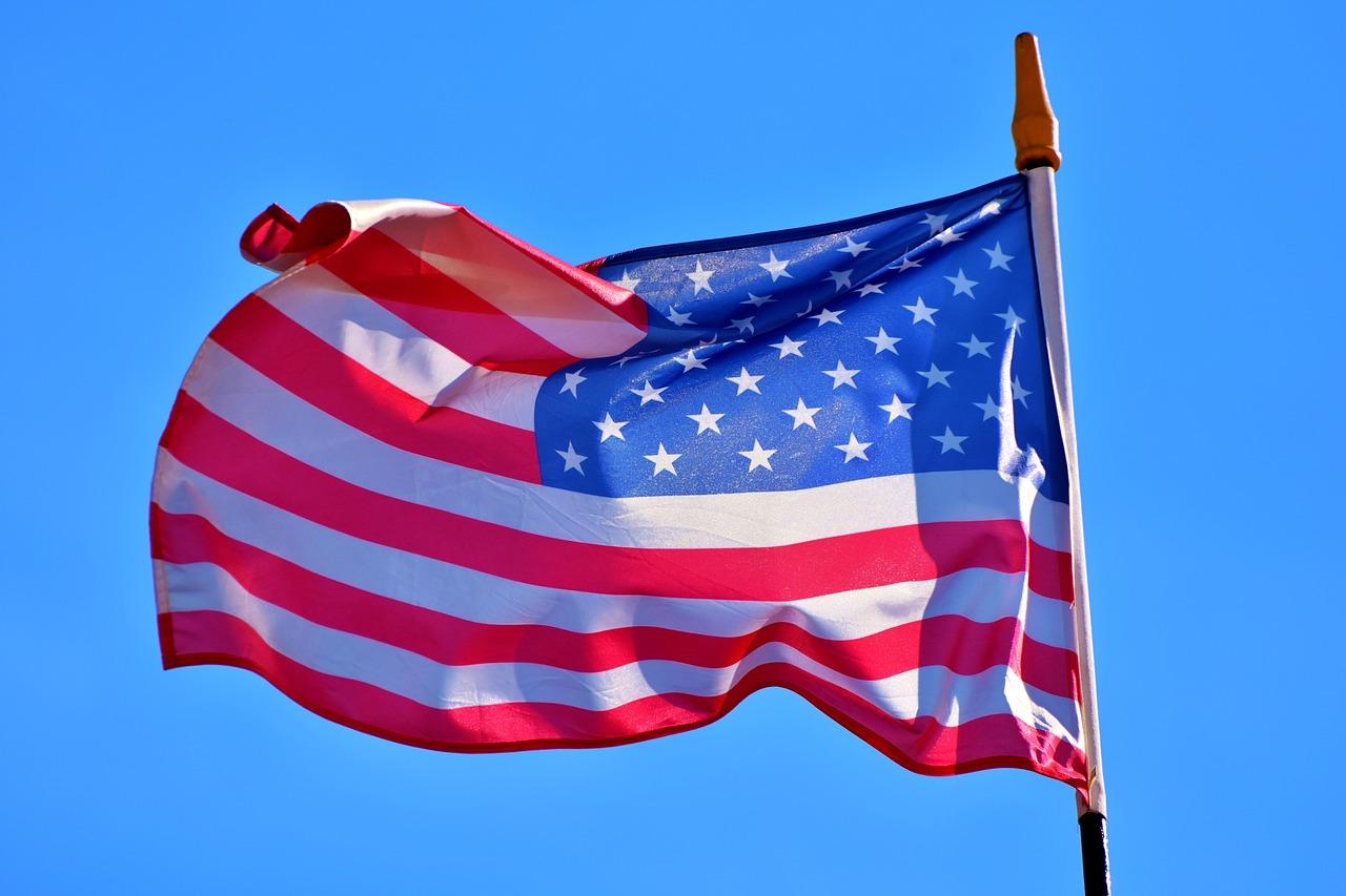 USA Flagge - Crash voraus in US-Wirtschaft?