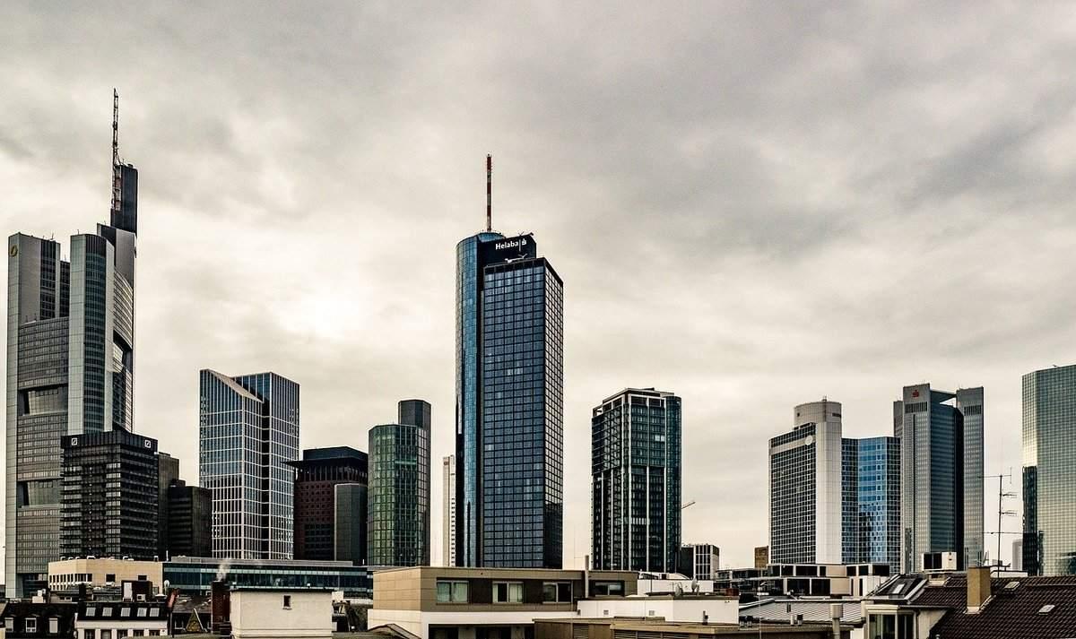 Bankentürme in Frankfurt - Bankenverband appelliert an EZB