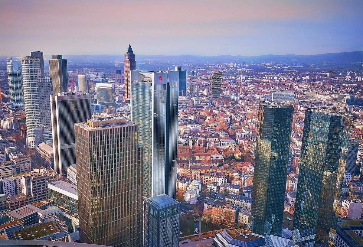 Frankfurter Skyline - Türme deutscher Banken