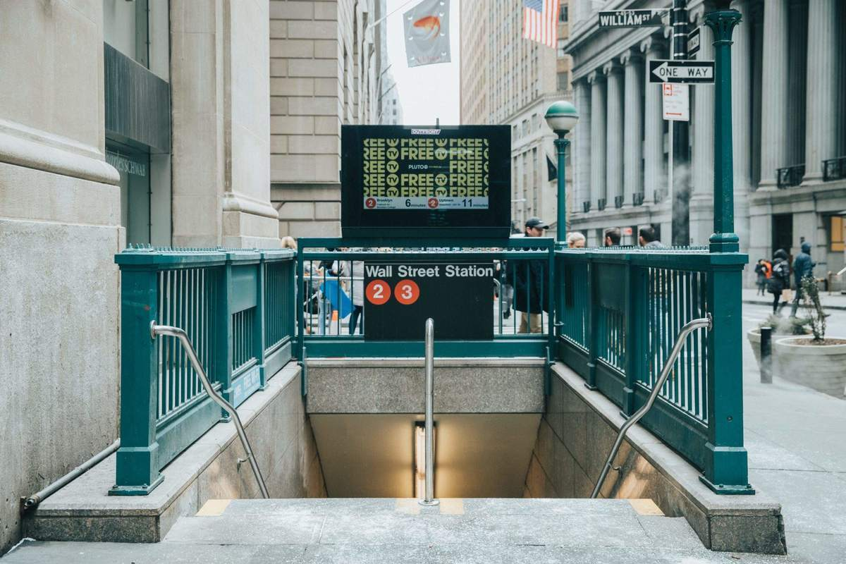 Wall Street U-Bahn Station - Finanzkrise mit Ausgangspunkt New York