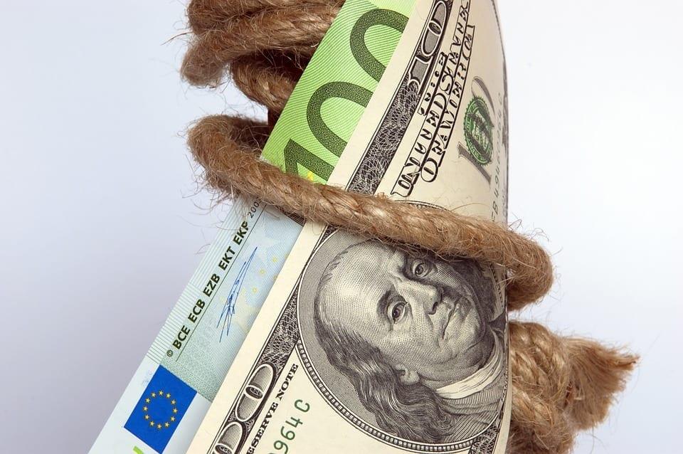 Die Flucht in den Dollar als vermeintlich sicheren Hafen bringt den Euro unter Druck