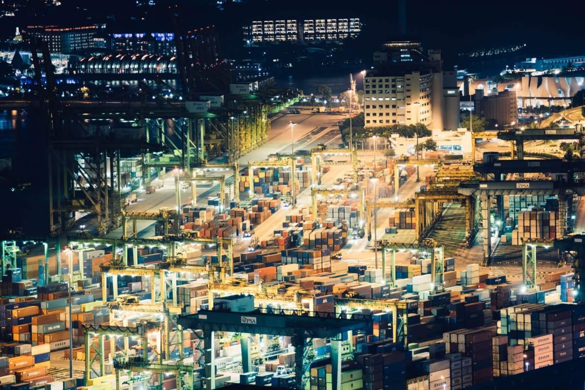 Containerterminal - Symbol für den Welthandel - eine Stagflation droht
