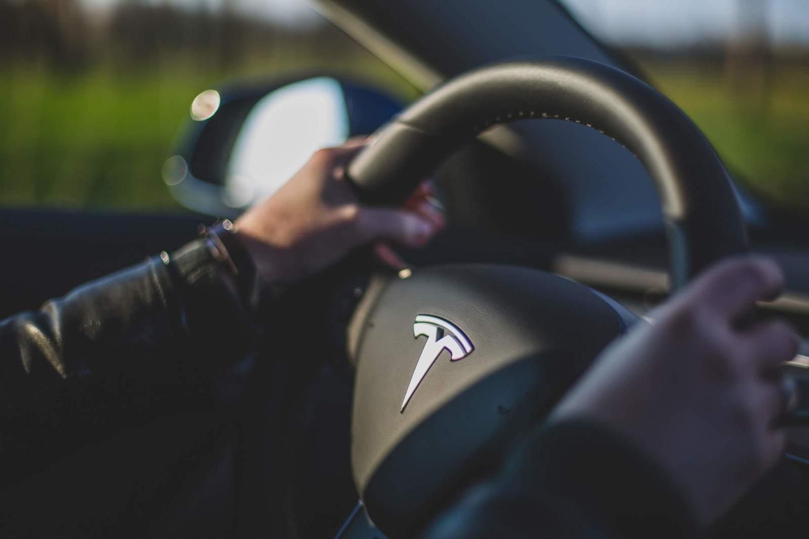 Beispielfoto von Tesla Lenkrad