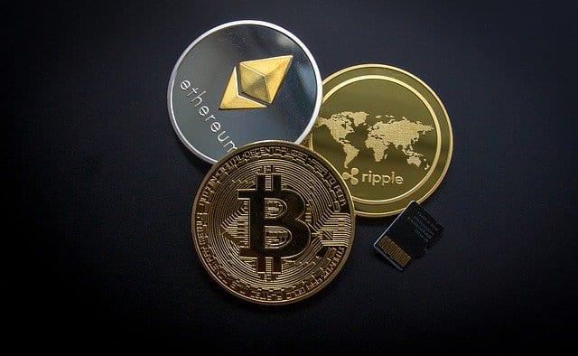 Symbolbilder für Bitcoin, Ethereum und Ripple