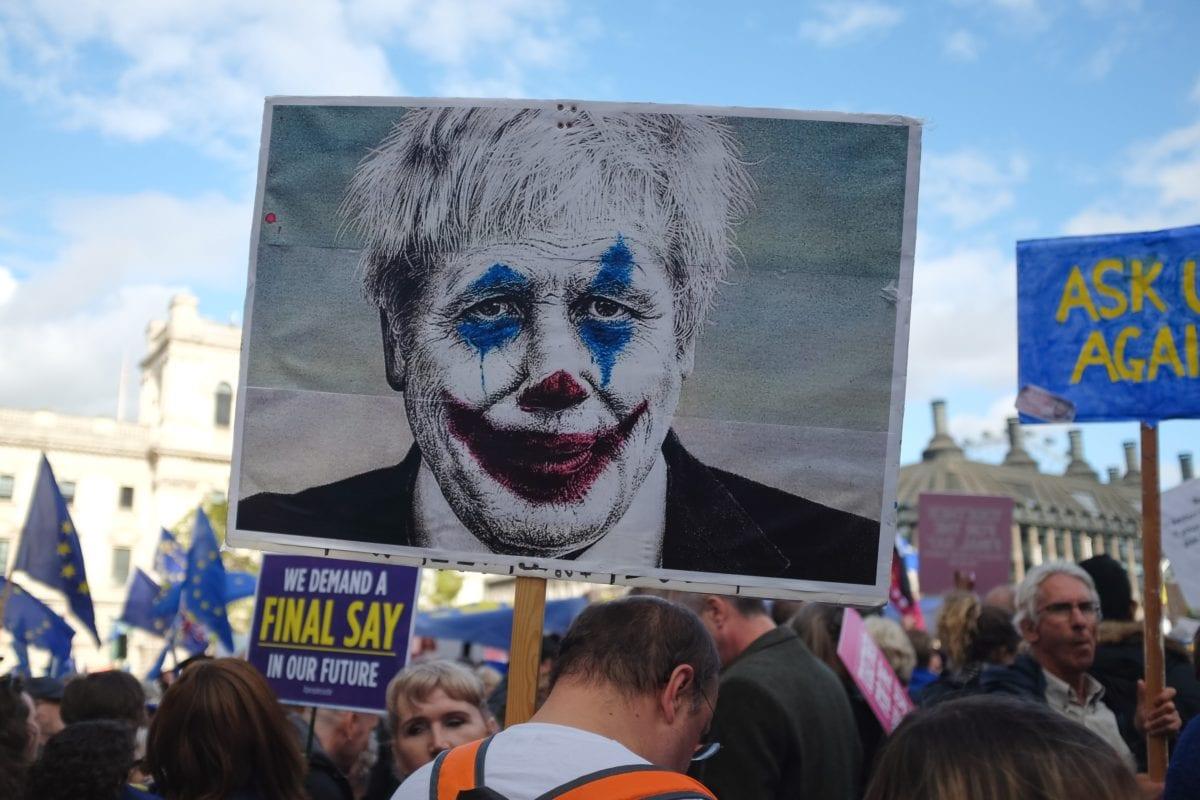 Boris Johnson-Karrikatur bei einer Anti Brexit Demo