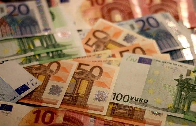 Euro-Scheine - Clemens Fuest ist gegen Helikoptergeld für Deutschland