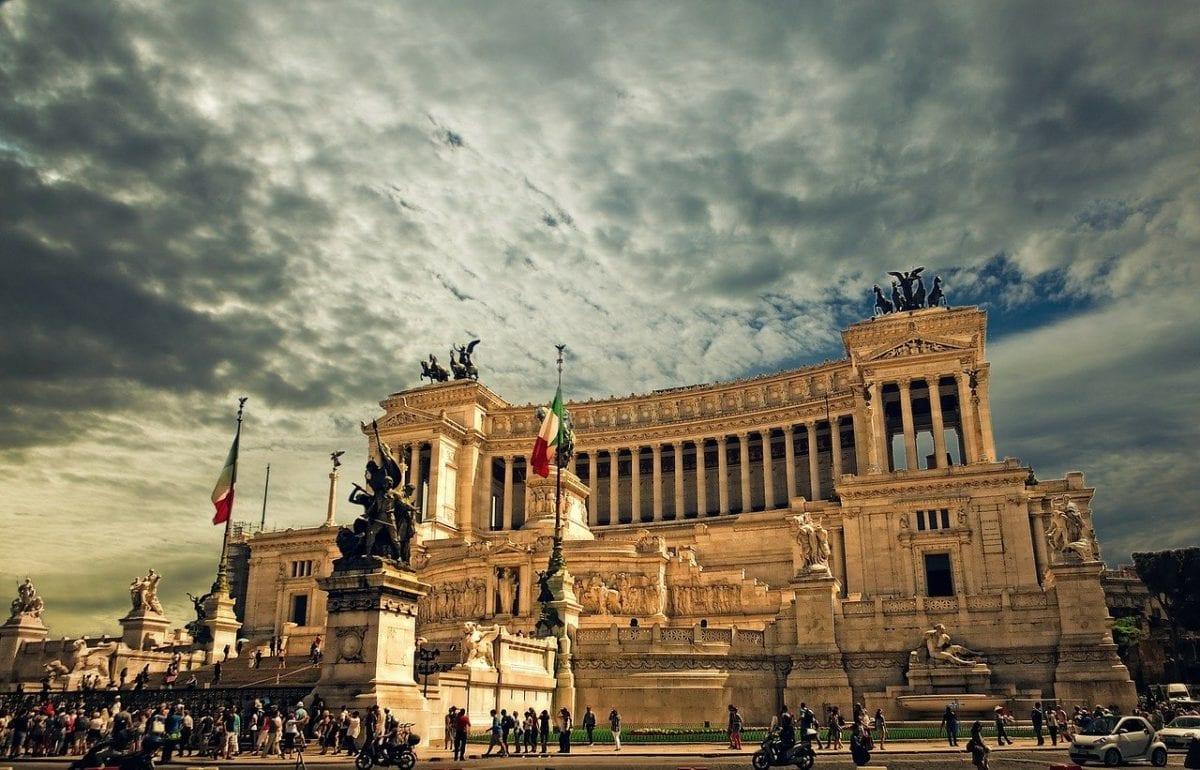 Wahrzeichen in Rom - Coronavirus stellt Banken in Italien vor Riesenproblem