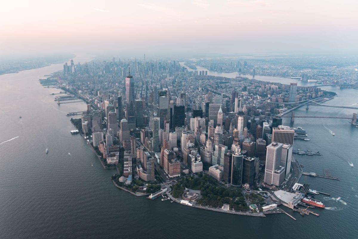Downtown Manhattan in New York - Dow immer tiefer, Dax überlegt noch