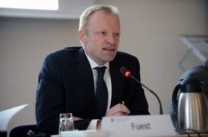 Clemens Fuets verkündet die Zahlen des ifo Index