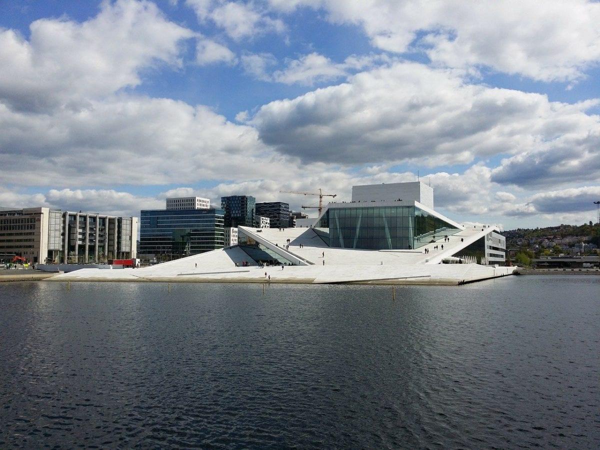 Die Oper in Oslo ist eine der Attraktionen in Norwegen