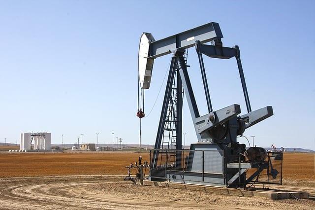 Eine Öl-Bohrstelle in der Wüste